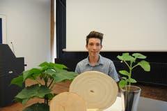 Justin Joel Flüeler aus Stansstad wurde für seine Arbeit über das Phänomen Kiribaum ausgezeichnet.