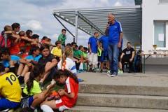 Peter Sommer, Präsident des FC Sirnach, bei seiner Ansprache vor der Pokalübergabe.
