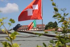 Ein schönes Bild, aber vermutlich kein Fussballjubel: Die Familiengärtner im Feldli zeigen das ganze Jahr über Flagge.