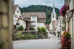 Geranien zieren die Häuser in Schwellbrunn. (Bild: Jil Lohse)