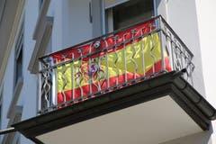 Spanische Fahne quasi hinter Gittern an der Lindenstrasse in St.Fiden.