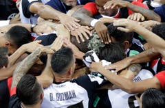 Die Spieler von Costa Rica bejubeln ihr erstes Tor am Turnier. (Bild: Mark Baker / AP)