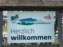 Schwellbrunn wirbt am Ortseingang mit dem Schönheitstitel. (Bild: Tagblatt)