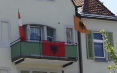 Im Haus an der Fürstenlandstrasse fiebern am Mittwochabend Albaner und Schweizer für die Nati.