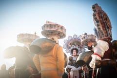 Neben Veranstaltungen pflegt das Dorf auch Bräuche und Traditionen: Am Neuen und am Alten Silvester ziehen nicht nur «schöni»... (Bild: Bejamin Manser)