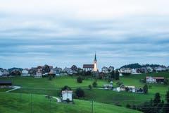 Blick auf Schwellbrunn in der Abenddämmerung. (Bild: Jil Lohse)
