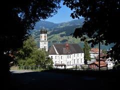Ein kurzer Blick zurück auf die wunderschöne Kirche St. Theodul in Sachseln. (Bild: Margrith Imhof-Röthlin)
