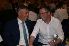 Gut gelaunte Gäste: Ständerat Hans Wicki (links) und Nationalrat Peter Keller. (Bild: Sepp Odermatt (Stansstad, 27. Juni 2018))