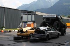 Ein Monstertruck zermalmt Autos. (Bild: Markus Zwyssig, 3. Juni 2018)