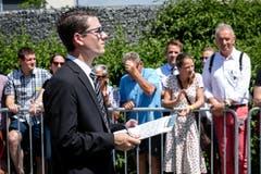 Ein Jurymitglied beurteilt die Parademusik. (Bild: Philipp Schmidli (Eschenbach, 3. Juni 2018))