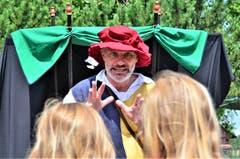 Der Gaukler und Geschichtenerzähler zieht die Zuschauer in seinen Bann.