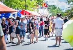 Kreuzlingen TG - Chrüzlingerfäscht. Nationenfest auf dem Boulevard in Kreuzlingen. Viele Länder sind mit einem Stand vertreten und bieten Speis und Trank an.