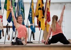 Die Turnerinnen des TSV Magglingen präsentieren ihr Können. (Bild: Corinne Glanzmann)