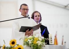 Auch ein Geistlicher kommt beim Festakt zu Wort. (Bild: Corinne Glanzmann)