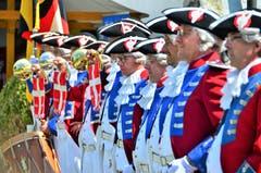 """Die """"Alte Garde Oberberg"""" aus Gossau eröffnete am Samstag das Schlossfest mit Böllerschüssen. (Bilder: Max Eichenberger)"""