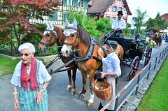 Konrad Huber auf seiner 120 Jahre alten Kutsche wartet auf Kundschaft.