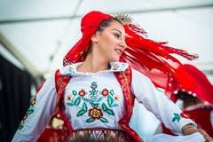 Kreuzlingen TG - Chrüzlingerfäscht. Nationenfest auf dem Boulevard in Kreuzlingen. Viele Länder sind mit einem Stand vertreten und bieten Speis und Trank an. Volkstänze aus Bosnien und Herzegowina.