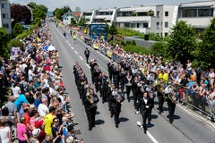 Die Brass Band Abinchova unter der Leitung von Gian Walker beim Auftritt auf der Paradestrecke. (Bild: Philipp Schmidli (Eschenbach, 3. Juni 2018))