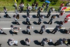 Die Brass Band Feldmusik Winikon auf der Paradestrecke. (Bild: Philipp Schmidli (Eschenbach, 3. Juni 2018))
