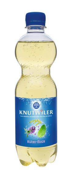 Erfrischend: Kalorienarm und mit Kräuterkraft aus der Napfregion: das Mineralwasser mit Extrakten aus Minze, Salbei, Thymian und Brennnessel für den leichten Trinkgenuss. www.knutwiler.ch