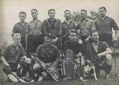 1931 wurde die Männer-Landhockeyabteilung gegründet. Auf dem Bild die versammelten Trainer mit «Charly» Leutwyler (unten, zweiter von links) und Goalie Willy Stein (unten, zweiter von rechts).
