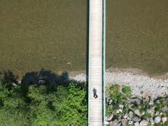 Der Steg über die Thur bei Frauenfeld aus der Vogelperspektive. (Bild: Markus Spies)