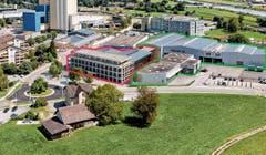 So könnte es in naher Zukunft am Baumgarten-Kreisel in St.Margrethen aussehen: Der geplante Neubau der HPA AG mit Passerelle zum bestehenden Gebäude ist in der Visualisierung rot umrandet. Auf dem hinten angrenzenden Grundstück befindet sich die Firma Leuco. Grün umrandet sind die bereits bestehenden Gebäude der HPA AG am Schäfliweg 1. Das Gebiet ist als Gewerbe- und Industriezone klassifiziert. (Bild: Visualisierung: pd/Bearbeitung: Eric Bigger)