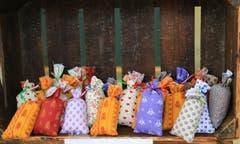 Typisch für jeden Markt in der Provence: Lavendelsäcklein in allen Farben werden angeboten. (Bild: André Egli)