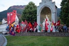 Zum Sempacherlied werden die Fahnen geschwenkt. (Bild: Edi Ettlin, Stans, 9. Juli 2018)