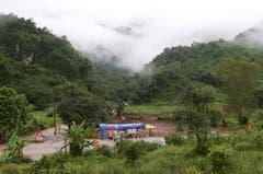 Checkpoint der Rettungskräfte in der Nähe des Höhleneingangs. (Bild: Sakchai Lalit/AP (Mae Sai, 10. Juli 2018))