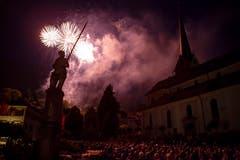 Höhepunkt des Fests ist das Feuerwerk zu Ehren des Helden auf dem Brunnen. (Bild: Edi Ettlin, Stans, 9. Juli 2018)