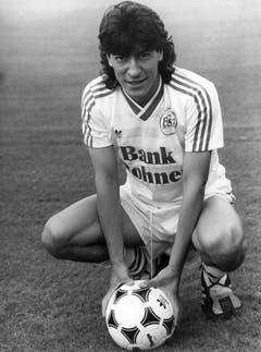 Ende der 80er und Anfang der 90er Jahre fungierte die Bank Rohner als Trikotsponsorin des FC St.Gallen. Im Bild der chilenische Angreifer Ivan Zamorano. (Bild: Keystone)