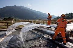 Die Zusammensetzung macht den Ultra-Hochleistungs-Faserbeton gegenüber dem herkömmlichen Beton dichter und härter. (Bild: Alexandra Wey / Keystone (Goldau, 12. Juli 2018))