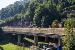 Die Brücken Boli, Mettlen und Linden werden mit dem neuen Baustoff verdichtet. (Bild: Alexandra Wey / Keystone (Goldau, 12. Juli 2018))
