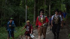 Der Zirkusdirektor auf Wanderung im Berner Jura mit der Jungwacht Meggen. (Bild: Jérôme Baila)