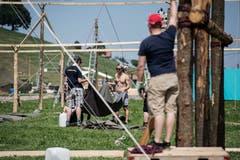Auch am Boden gibt es für die Helfer viel zu tun. (Bild: Pius Amrein (Escholzmatt, 12. Juli 2018))