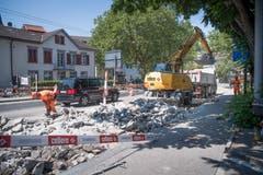 ...und die Betonstücke werden dann abtransportiert. (Bilder: Ralph Ribi)
