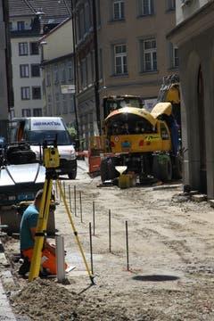 Attraktivere Gassen: Die Brühlgasse wird derzeit auf die Pflästerarbeiten vorbereitet. (Bild: Reto Voneschen)