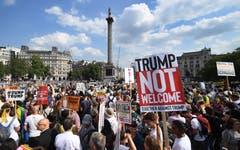 Aufgerufen zu den Demos hatten unter anderem Gewerkschaften, Menschenrechtsaktivisten und religiöse Gruppen. Sie werfen Trump Sexismus, Rassismus und Hass auf Homosexuelle vor. (Bild: EPA/ANDY RAIN)