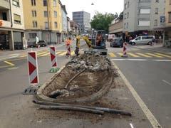 ...wurden die Verkehrsinseln beseitigt. Für die Zürcher Strasse ist separat ein Sanierungs- und Neugestaltungsprojekt in Vorbereitung. (Bilder: Reto Voneschen)
