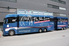 Der John Lennon Educational Tour Bus stand von Montag bis Mittwoch in Schaan beim langjährigen Sponsor Neutrik AG.