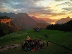 Sonnenuntergangsstimmung im Lager der Wölfli der Pfadi Isenringen Beckenried, oberhalb von Rickenbach SZ. (Bild: Jana Näpflin)
