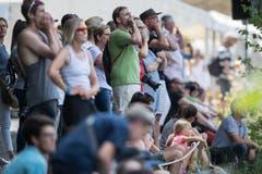 Zuschauer feuern die Ruderer an. (Bild: Boris Bürgisser (Luzern, 14. Juli 2018))