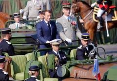 Präsident Emmanuel Macron mit General Francois Lecointre bei ihrer Ankunft zur Militärparade. (Bild: Thierry Chesnot/Getty Images)