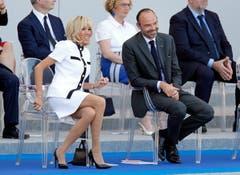 Präsidenten-Gattin Brigitte Macron mit Premierminister Edouard Philippe. (Bild: Thierry Chesnot/Getty Images)