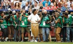 Ronaldinho bei der Zeremonie vor dem Match (Bild: Francisco Seco / AP)