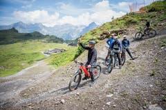 Die Biker konnten es kaum erwarten, die neue Strecke zu testen.