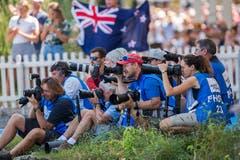 Fotografen verfolgen die Siegerehrung. (Bild: Dominik Wunderli (Luzern, 15. Juli 2018))