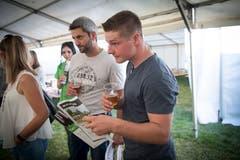 Florian Riget besucht mit seinem Lehrmeister Roman Auer (hinten). (Bild: Ralph Ribi)
