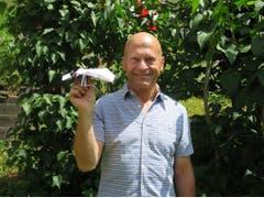 Willy Mischler's Papierflieger flog fast 35 Meter weit. Er gewann den Wettbewerb. (Bild: Carina Odermatt, Engelberg, 15. Juli 2018)